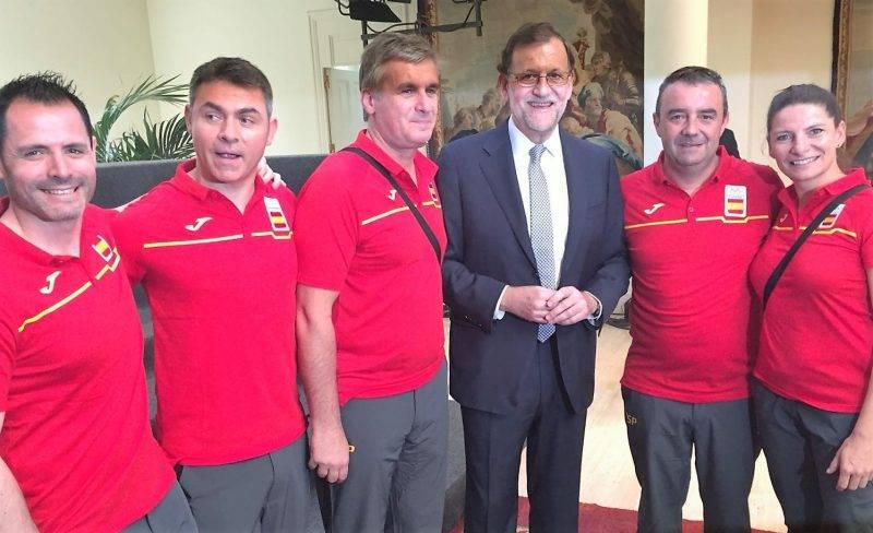 El cuerpo técnico con Mariano Rajoy (ayer).